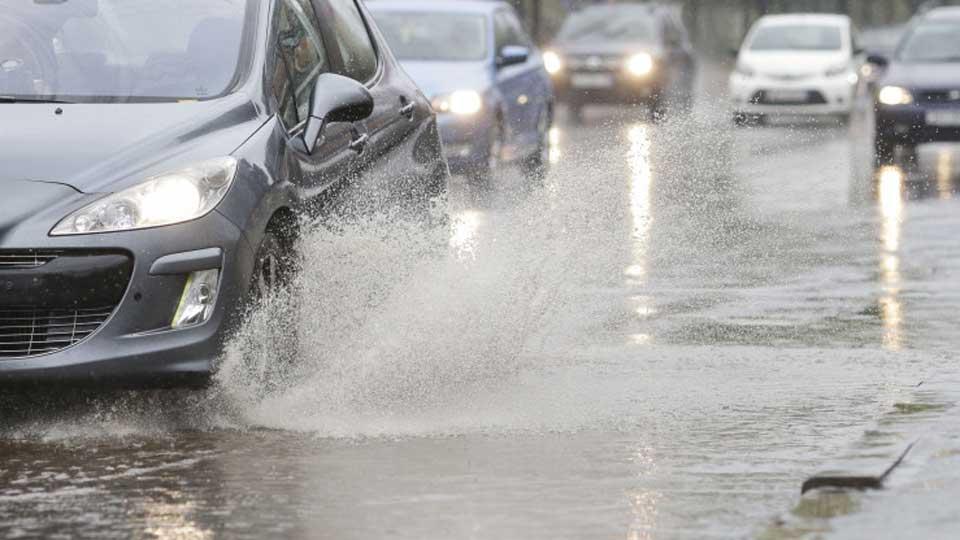 Cum să circulăm în siguranță pe ploaie